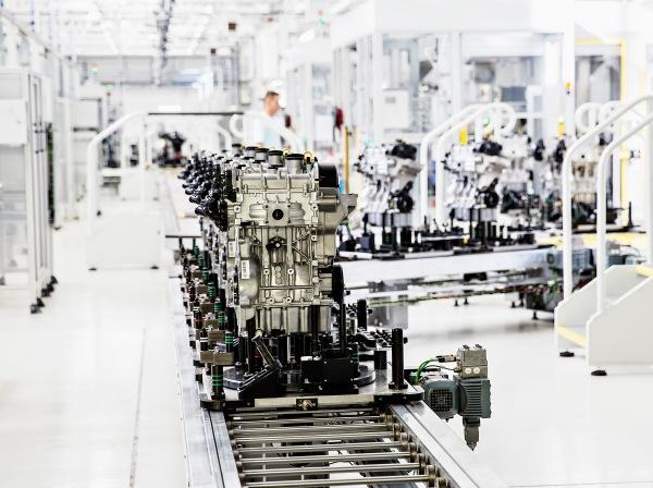 ŠKODA vyrába vo svojom hlavnom závode v Mladej Boleslavi nové trojvalcové benzínové motory. Agregát 1,0 MPI série EA 211 sa vyrába v dvoch výkonových stupňoch (44 a 55 kW)