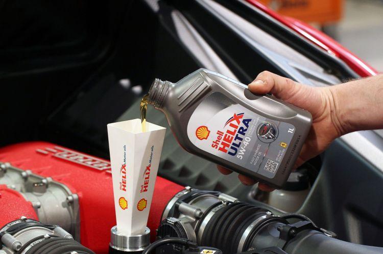 AutoMax Slovakia v spolupráci so spoločnosťou Shell predstavuje inovované portfólio mazív s dôrazom na úplne nové zloženie motorových olejov Shell Helix Ultra.