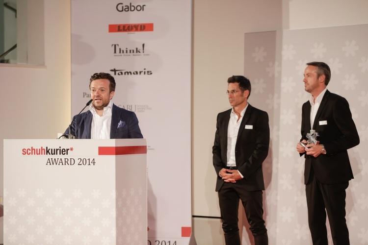 Achim Gabor (vľavo) ďakuje za ocenenie. Vedľa stojaci Rainer Bachl a Ralf Meurer, obchodní manažéri Gabora