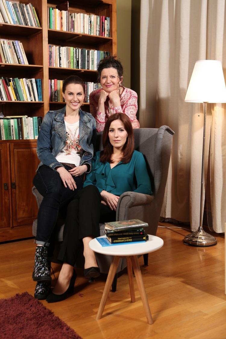 Všetko oženách, mužoch avzťahoch sa dozviete vnovom seriáli TV JOJ Dr. Ema, ktorý štartuje 4. septembra o21.40! Hlavné úlohy stvárňujú Soňa Norisová, Zuzana Kronerová a Natália Germániová.