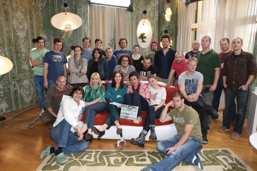 Autorkou námetu a scenáristkou je Kristína Cibulková a režisérskej stoličky sa ujal Roman Fábian. Nový seriál TV JOJ sa môže pochváliť aj špičkovým vizuálnym spracovaním, pretože sa nakrúcal na kamery s optikou Arri Alexa.