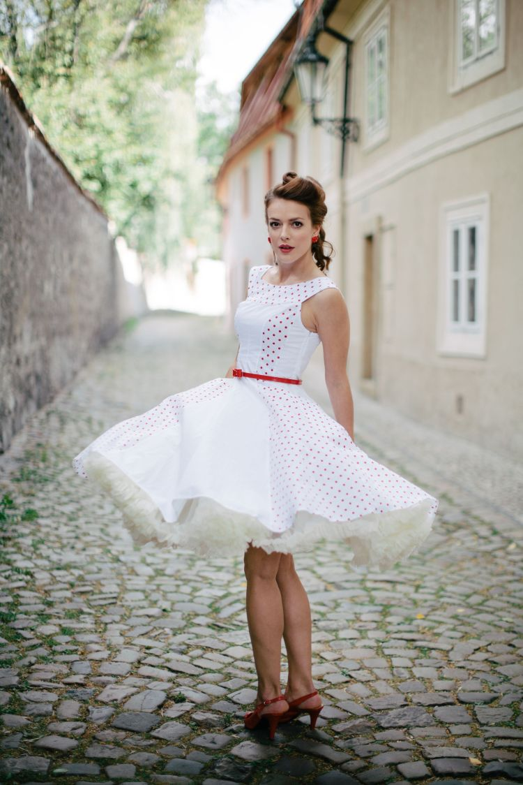 Víťazný outfit pre Andreu Kerestešovú vybrala okrem verejnosti aj porota. Outfit má podobu bielych retro-šatičiek s červenými bodkami, ktoré si Andrea okamžite zamilovala.