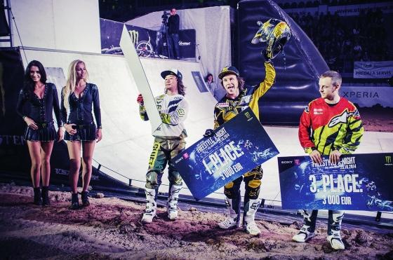 Dekorovanie víťazov: Zľava Taka Higashino (2. miesto), Lubor Podmol (víťaz) a Mikael Melero (3. miesto)