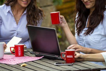 Na škole a pri skúškovom období začalo piť kávu celých 40 % Slovákov. U Čechov je to o polovicu menej