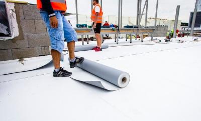 Developer sa rozhodol pre skladbu strechy so zateplením, spoužitím termoplastických polyolefínových fólií od spoločnosti Icopal a.s. vkombinácii s oázami zelene.
