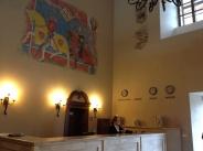 Zámok Vígľaš je výnimočným historickým miestom, ktorý spája stredovekú atmosféru so špičkovými službami štvorhviezdičkového hotela. Prehliadky do vnútorných častí zámku sa organizujú počas pracovných dní aj víkendov trikrát denne o11.00h, 13.00h a15.00 h.
