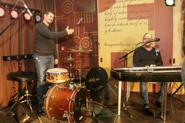 Vystúpenie hudobníka Martina Valihoru a klaviristu Eugena Vizváryho