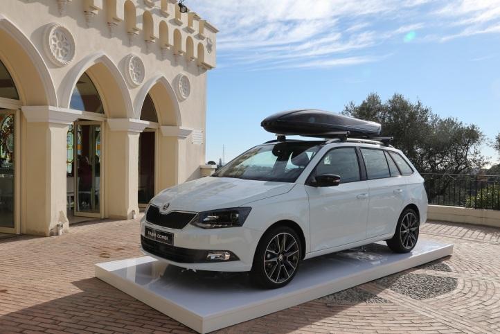 Nová ŠKODA Fabia Combi na Slovensku ŠKODA AUTO štartuje predaj tretej generácie obľúbeného modelu ŠKODA Fabia Combi na slovenskom trhu. Kdispozícii bude vporovnaní sverziou hatchback s príplatkom iba 550 € vrátane strešného nosiča.