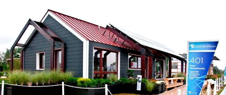 Prvé okná Makrowinu boli v USA inštalované a úspešne prezentované na stavbe pasívneho domu v súťaži Solar Decathlon v roku 2011. Do súťaže boli vybraté drevené okná MAKROWIN 88G2 a to tímom 4D HOME Massachusetts College of Art & Design pre projekt rodinného domu.
