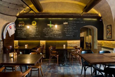 V Slangu zažijete svetovú prechádzku dobrým pubovým a krčmovým jedlom, s dôrazom na originálne pizze robené na dreve, grilované dobroty z Josper grilu