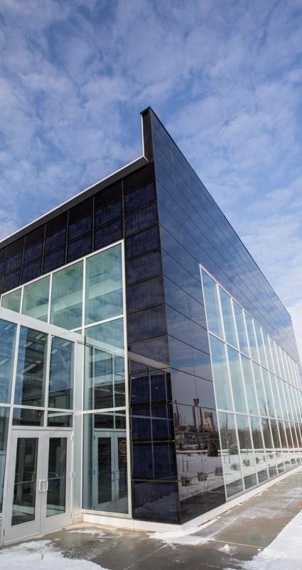 Sklárska spoločnosť Guardian Industries rozšírila svoje Vedecké a technologické centrum (STC) v Carletone, v štáte Michigan v USA. Centrum je výkladnou skriňou Guardianu, kde ukazuje svoje novinky v oblasti architektonického skla a ďalšie inovácie.