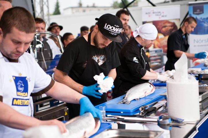 Vsobotu 13. júna o14.00 sa vkošickom mestskom parku na hlavnom pódiu Gurmán Festu koná súboj šéfkuchárov vo filetovaní lososov.