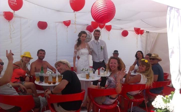 Svadobná hostina prebiehala v Treska Bare Ryba Žilina priamo na festivale, ktorý ich spojil a navždy zmenil ich životy.