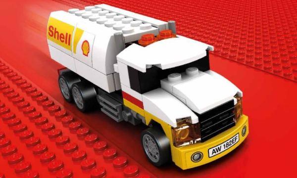 Cisterna Shell - limitovaná edícia cisterny Shell sa skladá z 93 kociek. Jej skutočná verzia denne zásobuje viac ako 40 000 čerpacích staníc Shell po celom svete.