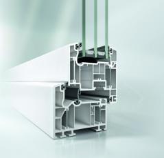 K energetickej bilancii stavby tiež prispievajú okenné profily Schüco Alu Inside s izolačným trojsklom a integrovanou ventiláciou