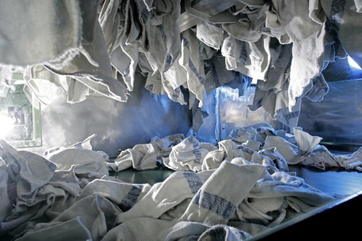 Čistiace utierky MEWA sa môžu prať a opakovane použiť asi 50-krát.
