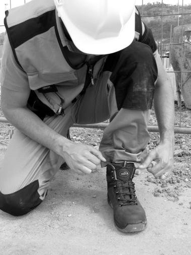 Legendárne REMPO je už viac ako 65 rokov dodávateľom pracovných odevov, obuvi aochranných pracovných pomôcok.