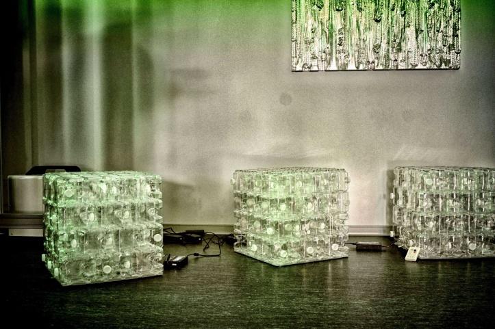 Použité PET fľaše sú cennou surovinou, ktorú je možné využiť aj varchitektúre. To sa snaží dokázať tím projektu PET-MAT pražskej ČVUT, s podporou Karlovarských minerálních vod.