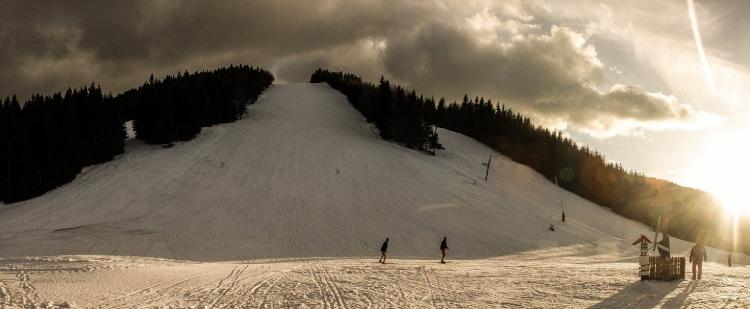 Sony Xperia Snowboard Fest sa 12. - 13. februára 2016 uskutoční v stredisku SKI Šachtičky vzdialenom len 11 km od centra Banskej Bystrice.