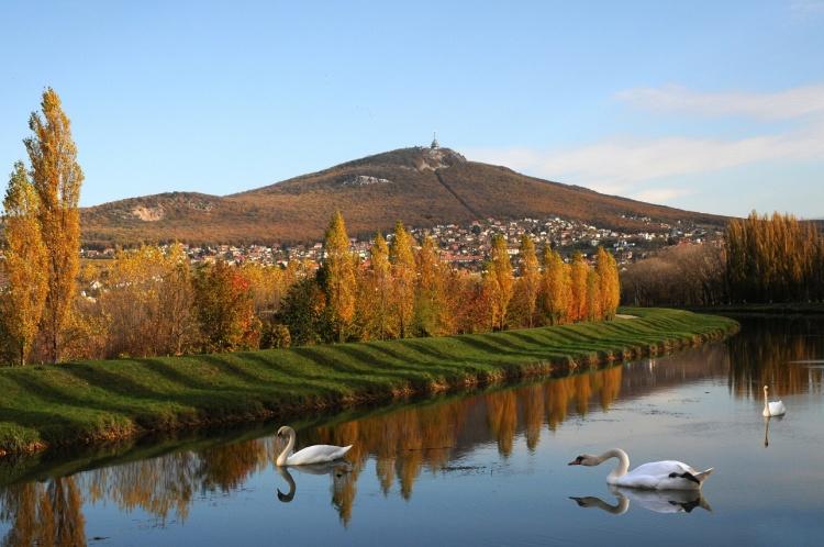 Rieka Nitra a Zobor. Zdroj: J. Kubíček