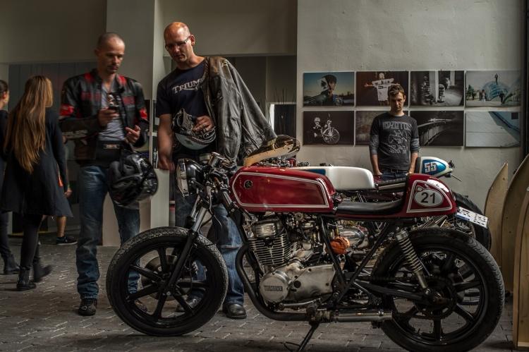 Na jednom mieste nájdete nielen krásne motorky, ale aj slovenských umelcov, muzikantov, dizajnérov, či slovenské značky včasti Design In Town.