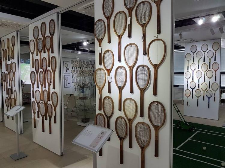 Tenisové múzeum sa nachádza na Gagarinovej ulici 10 v Bratislave. Je prvé v strednej a východnej Európe!