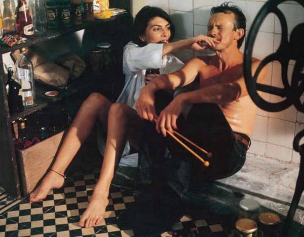 Všetko čo mám rád rozpráva príbeh rozvedeného, momentálne nezamestnaného tridsiatnika Tomáša (Juraj Nvota), ktorý prežíva vzťahovú krízu so svojou anglickou priateľkou Ann (Gina Bellman).