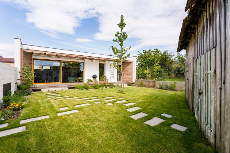 Rodinný dom vStupave: Autorom amajiteľom je architekt Miroslav Jošt.