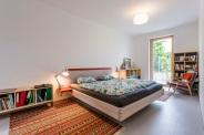Na terasu možno vyjsť zo všetkých obytných miestností cez drevené terasové dvere.