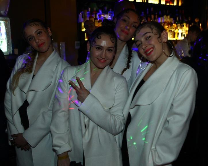Lady mel a jej tanečníčky