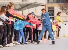 Olympijský víťaz v krasokorčuľovaní Alexej Jagudin dokázal, že by sa nestratil ani medzi hokejistami. V rámci propagácie šou ICE STARS si zmeral netradične sily s hokejovým majstrom sveta Rastislavom Pavlikovským.