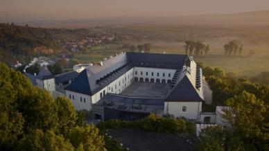 Zrekonštruovaný Vígľašský zámok funguje ako prvotriedny kongresový hotel The Grand Vígľaš**** s poskytovaním wellness služieb. Rozsiahla rekonštrukcia bola zavŕšená vroku 2014.