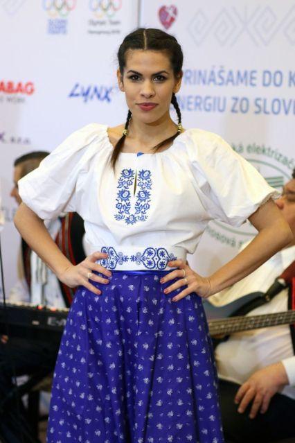 Talentovaná Veronika VeronikaS Strapková je zobrazená aj ako modelka na krásnom obraze ktorý tróni výstave v Slovenskom Olympíjskom dome.