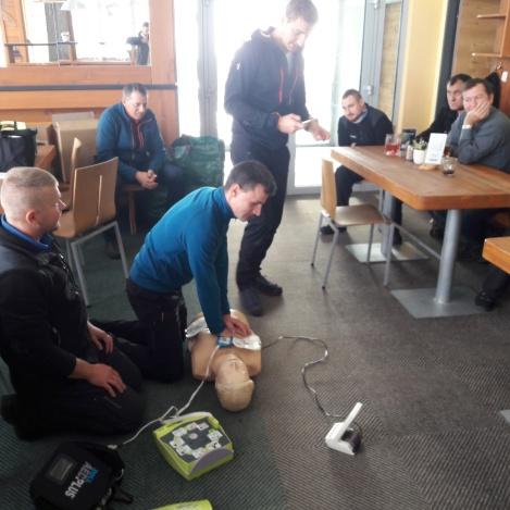 Defibrilátory na Lomnickom štíte, na Chopku a v Hoteli FIS pomôžu zachrániťživot