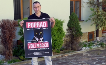 Peter Lipták, PR manažér kandidátky, ktorý je zároveň šéfom mačacej kávičkárne v Poprade-Veľkej.