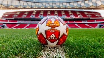 Vonkajší náter, ktorý je konzistentný vo všetkých oficiálnych zápasových loptách Ligy majstrov UEFA, ponúka bezpečnú priľnavosť azabezpečuje úplnú kontrolu