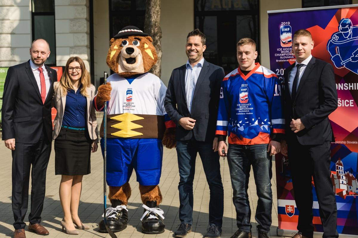 To, že Bratislava a Košice na MS v hokeji zarobia je isté. Otázke znie: Koľko to bude?